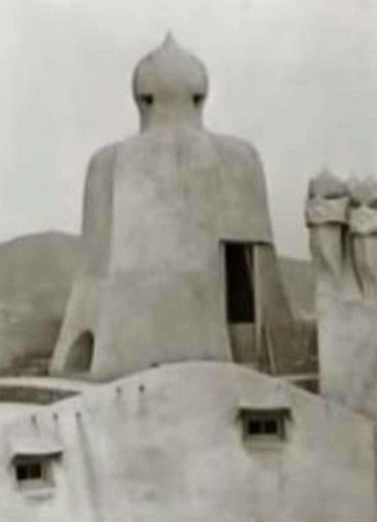 Foto storica della terrazza di Casa Milà senza le ringhiere