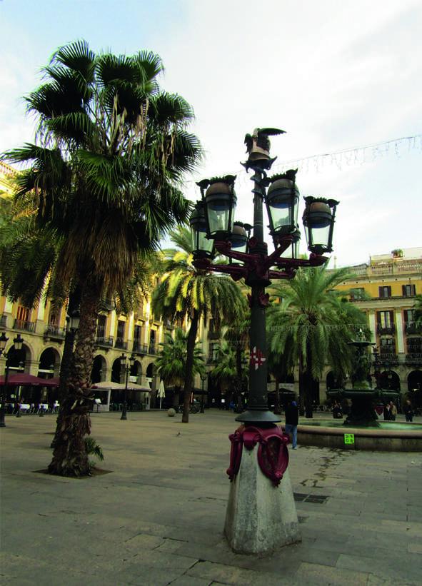 Plaça Reial e i lampioni d Gaudí