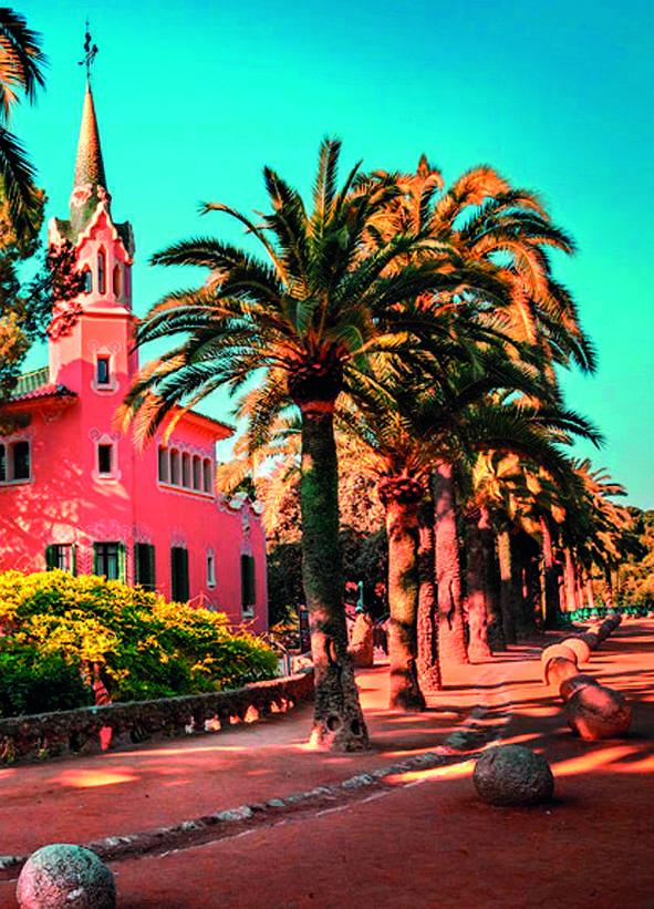 Carrettera del Rosario e sullo sfondo Casa Museu Gaudí